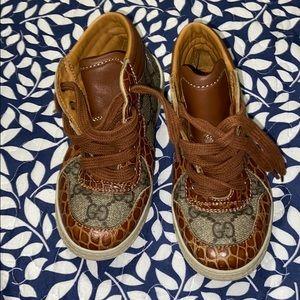 Gucci boys shoes sz 26(9-10)
